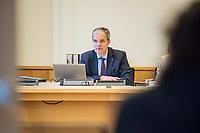 """16. Sitzungstag des 1. Untersuchungsausschusses """"Terroranschlag Breitscheidplatz"""" des Berliner Abgeordnetenhaus am Freitag den 22. Juni 2018.<br /> Als Zeugen fuer die Sitzung des sog. """"Amri-Untersuchungsausschuss waren zwei Mitarbeiter des Bundeskriminalamt geladen, von denen Foto- und Filmaufnahmen untersagt waren.<br /> Im Bild: Der Ausschussvorsitzende Burkard Dregger, CDU.<br /> 22.6.2018, Berlin<br /> Copyright: Christian-Ditsch.de<br /> [Inhaltsveraendernde Manipulation des Fotos nur nach ausdruecklicher Genehmigung des Fotografen. Vereinbarungen ueber Abtretung von Persoenlichkeitsrechten/Model Release der abgebildeten Person/Personen liegen nicht vor. NO MODEL RELEASE! Nur fuer Redaktionelle Zwecke. Don't publish without copyright Christian-Ditsch.de, Veroeffentlichung nur mit Fotografennennung, sowie gegen Honorar, MwSt. und Beleg. Konto: I N G - D i B a, IBAN DE58500105175400192269, BIC INGDDEFFXXX, Kontakt: post@christian-ditsch.de<br /> Bei der Bearbeitung der Dateiinformationen darf die Urheberkennzeichnung in den EXIF- und  IPTC-Daten nicht entfernt werden, diese sind in digitalen Medien nach §95c UrhG rechtlich geschuetzt. Der Urhebervermerk wird gemaess §13 UrhG verlangt.]"""
