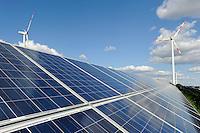 Hamburg, ehemaliger Muellberg Georgswerder wird im Rahmen eines IBA Projektes zu einem regenerativen Energieberg. Windenergie Sonnenenergie und Deponiegase versorgen ueber 2000 Haushalte der Elbinsel mit Strom. Der Energieberg soll als Aussichtspunkt ab 2013 oeffentlich zugaenglich gemacht werden , REpower 3.4 MW Windturbine von Hamburg Energie auf dem Georgswerder Muellberg | .GERMANY Hamburg wind energy on a former garbage dumping site , REpower 3.4 MW wind turbine
