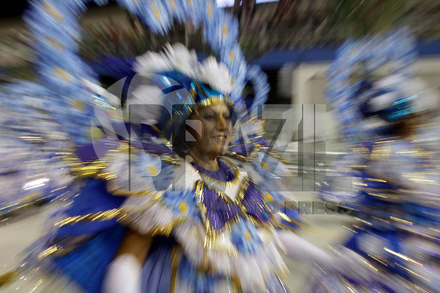 SÃO PAULO, SP, 06 DE MARÇO DE 2011 - CARNAVAL 2011 / ACADEMICOS DO TATUAPÉ  - integrante da Academicos do Tatuapé durante  desfile da escola no Grupo de acesso de São Paulo, no Sambódromo do Anhembi, zona norte da capital paulista, na noite deste domingo. (06). (FOTO:ALE VIANNA / NEWS FREE)