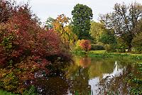 Schlossteich im Fürst Pückler Park, Bad Muskau, Sachsen, Deutschland, Europa, UNESCO-Weltkulturerbe<br /> Palace pond in Fürst Pückler Park, Bad Muskau, Saxony, Germany, Europe, UNESCO-World Heritage