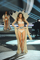 NON EXCLUSIVE PICTURE: MATRIXPICTURES.CO.UK.PLEASE CREDIT ALL USES..UK RIGHTS ONLY..American model Lily Aldridge is pictured on the runway during the 2012 Victoria's Secret lingerie fashion show, held at New York's Lexington Avenue Armory. ..NOVEMBER 7th 2012..REF: GLK 125134 /NortePhoto