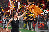 Roma s Alessandro Florenzi greets fans at the end of the Italian Serie A football match between Roma and Lazio at Rome's Olympic stadium, 18 November 2017. Roma won 2-1.<br /> UPDATE IMAGES PRESS/Riccardo De Luca