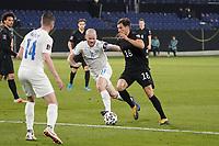 Leon Goretzka (Deutschland Germany) gegen Holmbert Fridjonsson (Island Iceland) - 25.03.2021: WM-Qualifikationsspiel Deutschland gegen Island, Schauinsland Arena Duisburg