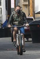 SANTA MONICA, CA - JANUARY 12: Arnold Schwarzenegger seen biking in Santa Monica, California on January 12, 2021. <br /> CAP/MPI999<br /> ©MPI999/Capital Pictures