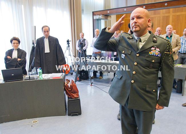 Arnhem, 040411<br /> Marco Kroon met advocaat Knoops en advocaat Carry Knoops Hamburger.<br /> Foto: Sjef Prins - APA Foto