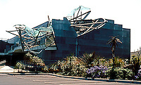 "Eric Owen Moss: Pterodactyl Building, 2001. Courtyard behind Stealth Building. ""Exceeding strange!""....Robert Winter. Photo 1999."