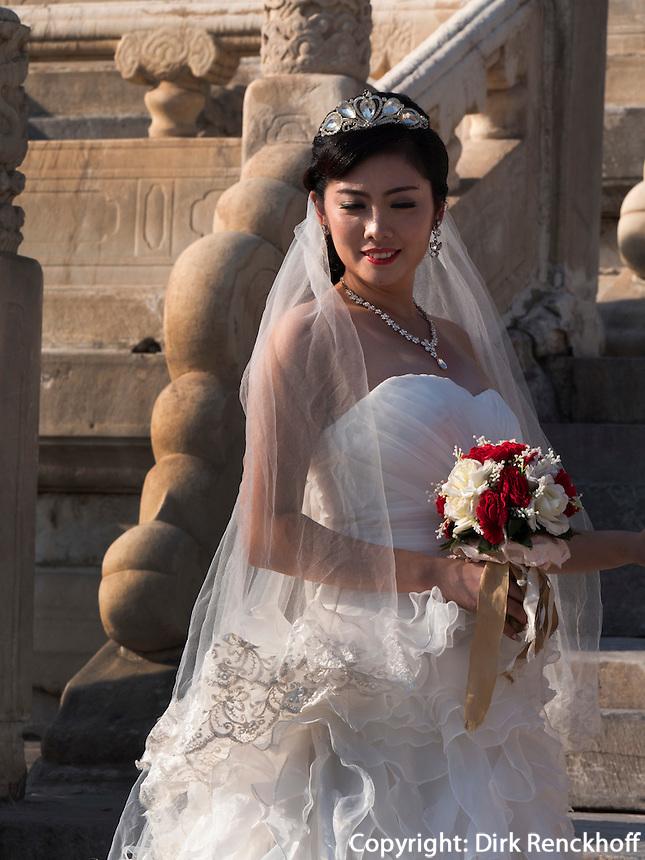 Braut im Kulturpalast der Werktätigen, Peking, China, Asien<br /> Bride in Cultural Palace of the working peopleim, Beijing, China, Asia