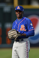 St. Lucie Mets outfielder Champ Stuart (7) warms up before a game against the Bradenton Marauders on April 11, 2015 at McKechnie Field in Bradenton, Florida.  St. Lucie defeated Bradenton 3-2.  (Mike Janes/Four Seam Images)