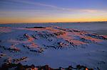Le Kilimandjaro, toit de l'Afrique, culmine à 5895 m. Tanzanie. L La fantastique couronne glaciaire décrite par Hans Meyer conquérant du Kilimadjaro en 1889 se réduit à moins de 2 km2 aujourd'hui