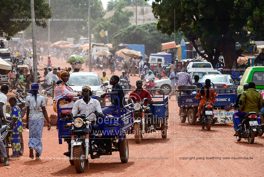 BURKINA FASO, Bobo Dioulasso, Transport, chinese tricycle Apsonic / BURKINA FASO, Bobo Dioulasso, Transport, chinesisches Lastendreirad Apsonic