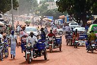 BURKINA FASO, Bobo Dioulasso, Transport, chinese tricycle Apsonic / BURKINA FASO, Bobo Dioulasso, Transport, chinesisches Lastendreirad Apsonic