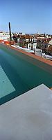 """France/06/Alpes Maritimes/Nice: """"Hi Hotel"""" conçu par la désigner Matali Crasset la piscine sur le toit [Non destiné à un usage publicitaire - Not intended for an advertising use]"""