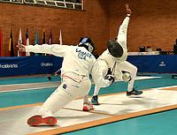 BOGOTA – COLOMBIA – 26 – 05 – 2017: Gabriel Canaux (Izq.) de Estados Unidos, combate con Hernando Roa (Der.) de Colombia, durante Varones Mayores Epee del Gran Prix de Espada Bogota 2017, que se realiza en el Centro de Alto Rendimiento en Altura, del 26 al 28 de mayo del presente año en la ciudad de Bogota.  / Gabriel Canaux (L) from United States, fights with Hernando Roa (R) from Colombia, during Senior Men´s Epee of the Grand Prix of Espada Bogota 2017, that takes place in the Center of High Performance in Height, from the 26 to the 28 of May of the present year in The city of Bogota.  / Photo: VizzorImage / Luis Ramirez / Staff.