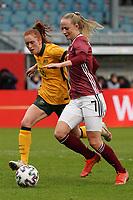 Beatrice Goad (Australien, Australia) gegen Lea Schüller (Deutschland, Germany) - 10.04.2021 Wiesbaden: Deutschland vs. Australien, BRITA Arena, Frauen, Freundschaftsspiel