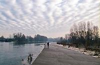 Un uomo cammina lungo la sponda del fiume Adda a Cassano d'Adda (Milano) --- A man walking along the Adda riverbank in Cassano d'Adda (Milan)