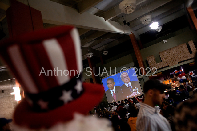 Hempstead, New York.October 15, 2008..At Hofstra University Senator John McCain (Republican Candidate) and Senator Barack Obama (Democratic Candidate) have their final of three debates as the university students and teachers watch in the student center near by.....