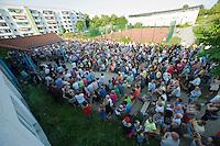 """Auf einer Buergerversammlung mit ca. 500 Teilnehmern im Berliner Plattenbaubezirk Hellersdorf entlud sich am Dienstag den 9. Juli 2013 der blanker Rassismus gegen eine geplante Unterkunft fuer syrische Buergerkriegsfluechlinge. Etwa 2/3 Anwesende aeusserten, es solle """"zuerst was fuer Deutsche getan werden"""", """"das Heim anzuenden"""", """"Wer sein Heimatland verlaesst ist ein Verraeter"""", """"Wer denkt an unsere Kinder"""" und aehnliche Parolen gegen das Fluechtlingsheim. Veranstaltungsteilnehmer, die Verstaendnis fuer die Buergerkriegsfluechtlinge aeusserten, wurden niedergebruellt.<br />9.7.2013, Berlin<br />Copyright: Christian-Ditsch.de<br />[Inhaltsveraendernde Manipulation des Fotos nur nach ausdruecklicher Genehmigung des Fotografen. Vereinbarungen ueber Abtretung von Persoenlichkeitsrechten/Model Release der abgebildeten Person/Personen liegen nicht vor. NO MODEL RELEASE! Don't publish without copyright Christian-Ditsch.de, Veroeffentlichung nur mit Fotografennennung, sowie gegen Honorar, MwSt. und Beleg. Konto:, I N G - D i B a, IBAN DE58500105175400192269, BIC INGDDEFFXXX, Kontakt: post@christian-ditsch.de<br />Urhebervermerk wird gemaess Paragraph 13 UHG verlangt.]"""