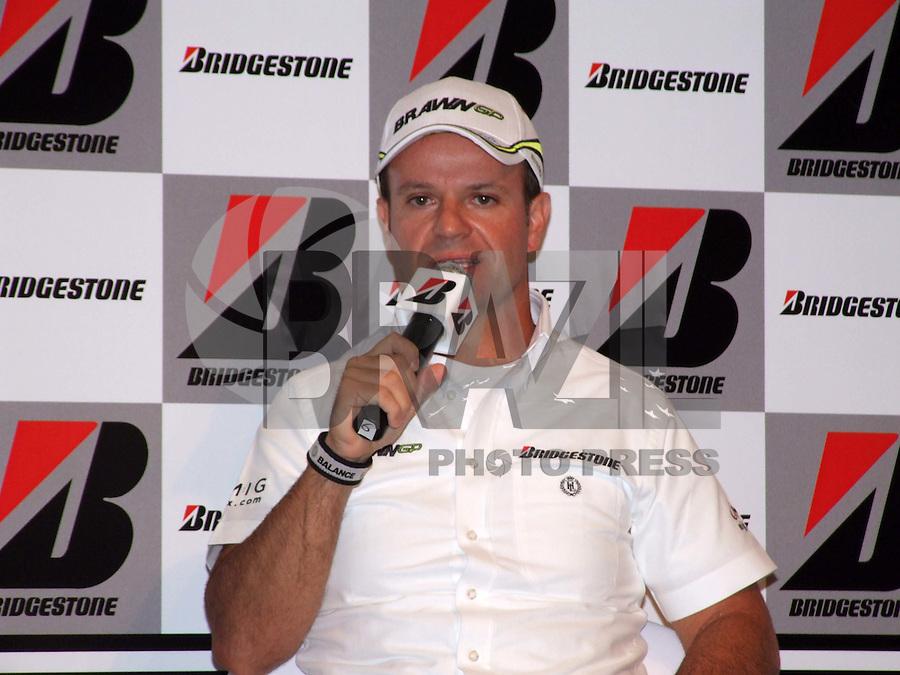 SÃO PAULO, SP, 13 DE OUTUBRO 2009 - COLETIVA RUBENS BARRICHELLO - Coletiva de imprensa da Batavo e da Brifgestone com Rubens Barrichello, piloto da escuderia Ferrari de Fórmula 1,  presente também o piloto de testes Adrian Sultil no Grand Hyatt Hotel. FOTO: BRAZIL PHOTO PRESSS