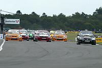 Round 7 of the 2005 British Touring Car Championship. Race start.