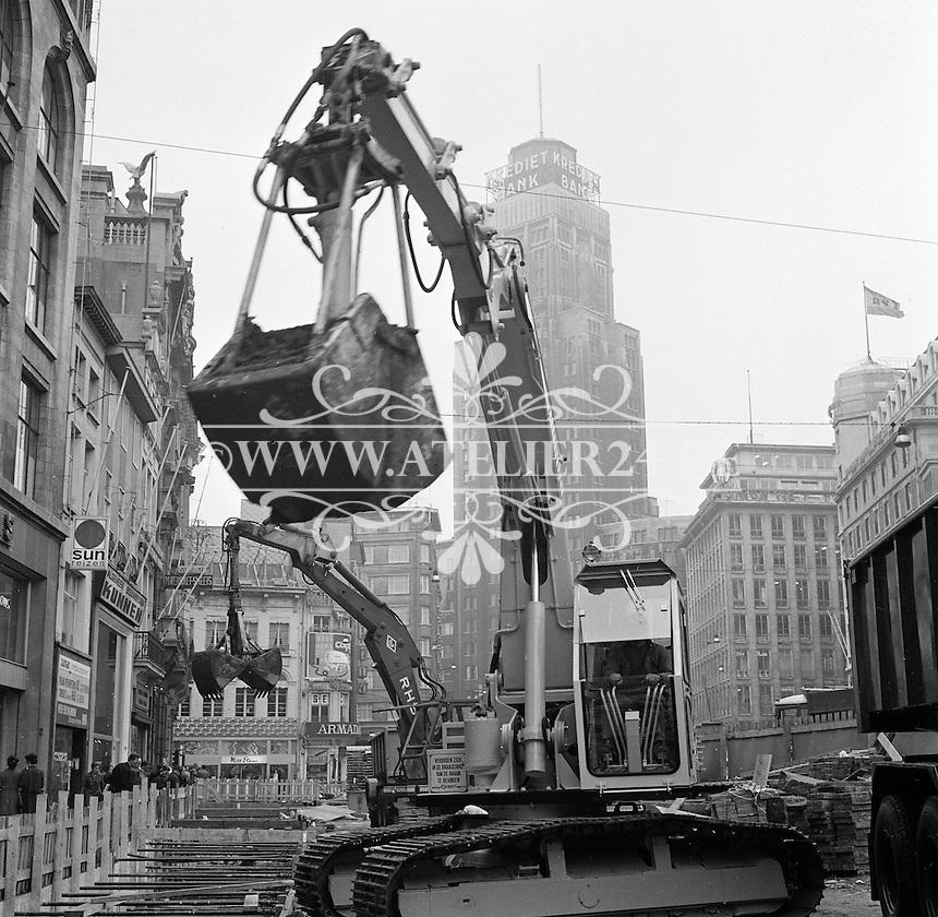 Oktober 1971. Bouw premetro in Antwerpen. Meir winkelstraat in de schaduw van de Boerentoren.