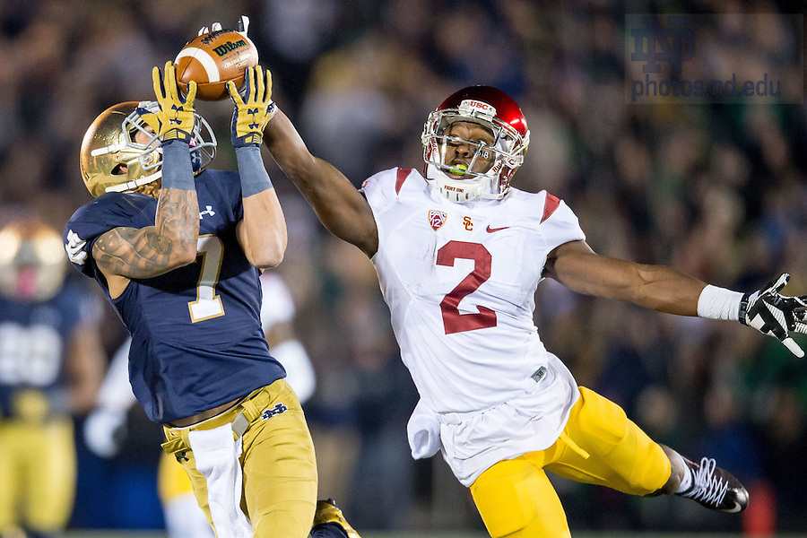 Oct. 17, 2015; Irish wide receiver William Fuller (7) catches a pass in the fourth quarter against USC. Notre Dame won 41-31. (Photo by Matt Cashore)