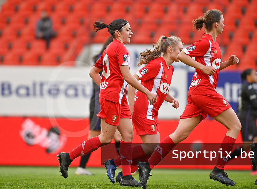 Noemie Gelders (10) of Standard pictured celebrating with teammates after scoring a goal during a female soccer game between Standard Femina de Liege and RSC Anderlecht on the 8th matchday in play off 1 of the 2020 - 2021 season of Belgian Scooore Womens Super League , tuesday 18 th of May 2021  in Angleur , Belgium . PHOTO SPORTPIX.BE | SPP | DAVID CATRY