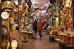 Morocco, Marrakech: The Souk, selling Arabic style lights and metal work | Marokko, Marrakesch: arabische Lampen und Metallwaren werden im Soukh angeboten