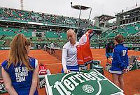 Paris, France, 03 June, 2016, Tennis, Roland Garros, Semifinal women, Kiki Bertens (NED) in her match against Serena Williams (USA) (R)<br /> Photo: Henk Koster/tennisimages.com