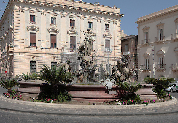 Artemis fountain located in the Sicilian city of Syracuse, in the center square of Archimedes. Created by sculptor Giulio Mosketti in 1906 and is dedicated to mythology.