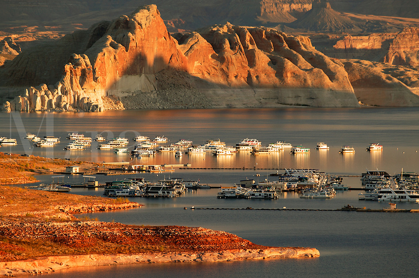 Houseboats in the Wahweap Area, Lake Powell, Glen Canyon Recreation Area, Page, Arizona.