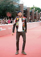Il cantante Lorenzo Cherubini Jovanotti posa sul red carpet del Festival Internazionale del Film di Roma, 16 ottobre 2016.<br />