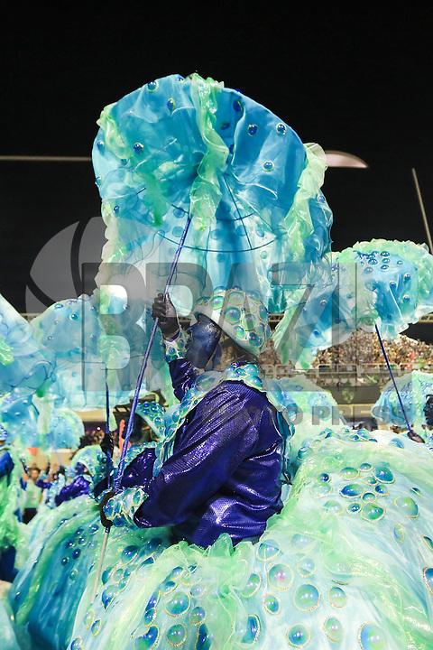 RIO DE JANEIRO,RJ, 07.02.2016 - CARNAVAL-RJ - Integrantes da escola de samba União da Ilha durante primeiro dia de desfiles do grupo especial do Carnaval do Rio de Janeiro no Sambódromo Marquês de Sapucaí na região central da capital fluminense na noite deste domingo, 07. (Foto: William Volcov/Brazil Photo Press)