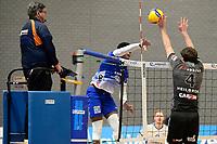 06-03-2021: Volleybal: Amysoft Lycurgus v Active Living Orion: Groningen Lycurgus speler Jerome Cross slaat de bal langs Orion speler Tijmen Laane