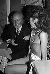 LUCIANO DE CRESCENZO CON ANDREA BELFIORE<br /> FESTA PER I 10 ANNI DI PLAYBOY<br /> PIPER CLUB ROMA 1980