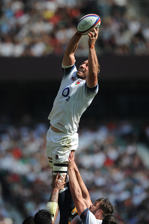 Chris Robshaw of England scoops up a wild lineout throw in during the Quilter Cup match between England and Barbarians at Twickenham Stadium on Sunday 27th May 2018 (Photo by Rob Munro/Stewart Communications)