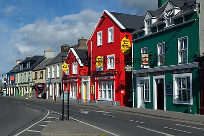 Ireland, County Kerry, The Dingle Peninsula, Dingle: Pubs and hotels along Strand Street   Irland, County Kerry, Dingle Halbinsel, Dingle: Pubs und Laeden im Ortszentrum