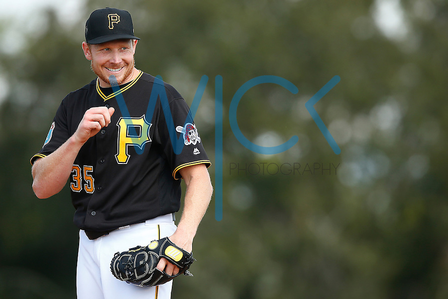 Mark Melancon #35 of the Pittsburgh Pirates works out during spring training at Pirate City in Bradenton, Florida on February 23, 2016. (Photo by Jared Wickerham / DKPS)