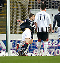 :: MARC TWADDLE IS PULLED BACK FOR FALKIRK'S PENALTY  ::