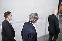 """Letzte Sitzung des Untersuchungsausschusses """"PKW-Maut"""" des Deutschen Bundestag am Donnerstag den 28. Februar 2021.<br /> Als einziger Zeuge war erneut Bundesverkehrsminister Andreas Scheuer, CSU, vorgeladen.<br /> Der Ausschuss wurde zur Aufklaerung der Mautvertraege zwischen dem Verkehrsministerium unter Leitung von Andreas Scheuer und den Firmen Kapsch und CTS Eventim eingerichtet.<br /> Der Maut-Untersuchungsausschuss soll das Verhalten der Regierung und besonders des Verkehrsministers bei der Vorbereitung und der Vergabe der Betreibervertraege """"umfassend aufklaeren"""".<br /> Verkehrsminister Scheuer betonte vor der Sitzung wiederholt, dass alles mit rechten Dingen zugegangen sei.<br /> Im Bild: Verkehrsminister Scheuer (Bildmitte) auf dem Weg zur Vernehmung.<br /> 28.1.2021, Berlin<br /> Copyright: Christian-Ditsch.de"""
