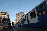 AMSTERDAM-HOLANDA-  Vista del tranvía por el centro de la ciudad./ View of a tram in the downtown. Photo: VizzorImage/STR