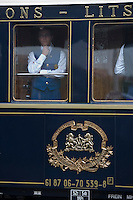 Europe/République Tchèque/Prague:Steward à  bord de l'Orient-Express Train de Luxe qui assure la liaison Calais,Paris , Prague,Venise [Non destiné à un usage publicitaire - Not intended for an advertising use] [Non destiné à un usage publicitaire - Not intended for an advertising use]
