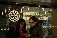 SAO PAULO, SP, 23.07.2013 - FALECIMENTO DE DOMINGUINHOS - Familiares se reunem na porta do Hospital Sírio Libanês após falecimento de dominguinhos nesta 3 feira 23. (Foto: Marcelo Brammer / Brazil Photo Press).
