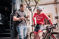 John Degenkolb (DEU/Trek-Segafredo) & DS Steven de Jongh ahead of the first race of teh new season<br /> <br /> 27th Challenge Ciclista Mallorca 2018<br /> Trofeo Campos-Porreres-Felanitx-Ses Salines: 176km