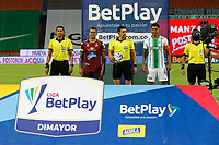 MEDELLIN - COLOMBIA, 30-09-2020: John Perdomo Horta, árbitro, Yeison Gordillo del Tolima y Jefferson Duque del Nacional posan para una foto previo al partido por la fecha 9 de la Liga BetPlay DIMAYOR I 2020 entre Atlético Nacional y Deportes Tolima jugado en el estadio Atanasio Girardot de la ciudad de Medellín. / John Perdomo Horta, referee, Yeison Gordillo of Tolima and Jefferson Duque of Nacional during formal events prior match for the date 9 as part of BetPlay DIMAYOR League I 2020 between Atletico Nacional and Deportes Tolima played at Atanasio Girardot stadium in Medellín city. Photo: VizzorImage / Donaldo Zuluaga / Cont