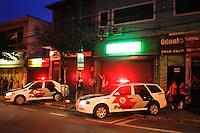 SÃO PAULO,SP,21 JUNHO 2013 - PROTESTO MELHORIA LINHA VERMELHA METRO -Lojas fechadas durante protesto na  Pça Sivio Romero no Tatuapé zona leste em São Paulo, no final da tarde desta sexta- feira (21).ALE VIANNA - BRAZIL PHOTO PRESS