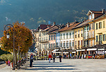 Italy, Piedmont, Cannobio: picturesque small town with historical old town, seaside promenade with cafés and restaurants | Italien, Piemont, Cannobio: malerisches Staedtchen mit historischem Altstadtkern, Uferpromenade mit vielen Restaurants und Cafés