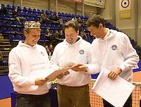 15-12-07, Netherlands, Rotterdam, Sky Radio Masters, TennisTrainer van het jaar Cock Snoei(l) ontvangt de oorkonde van Michiel Schapers(r)