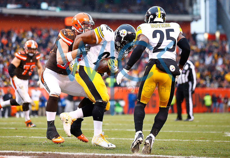 James Harrison #92 of the Pittsburgh Steelers intercepts a pass in front of Gary Barnidge #82 of the Cleveland Browns in the end zone during the game at FirstEnergy Stadium on January 3, 2016 in Cleveland, Ohio. (Photo by Jared Wickerham/DKPittsburghSports)