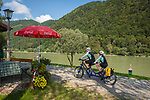 Oesterreich, Oberoesterreich, Engelhartszell: Donauradwanderweg, Tandemfahrer | Austria, Upper Austria, Engelhartszell: Danube Bicycle Route, tandem bikers