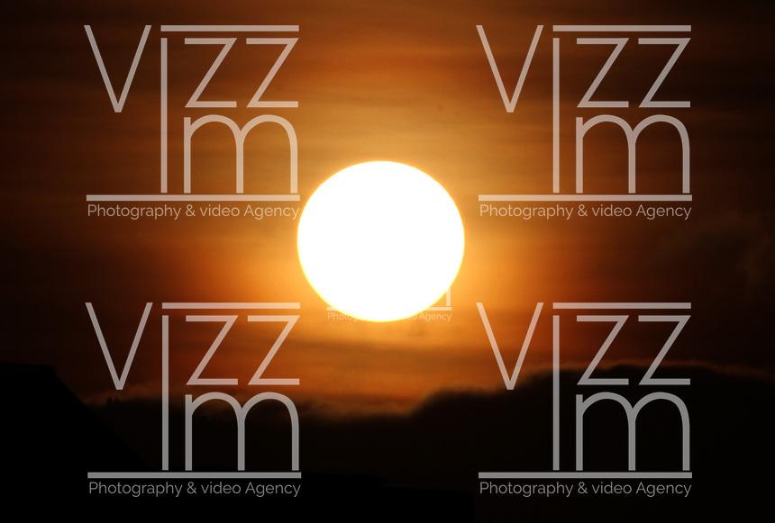 BOGOTA -COLOMBIA- 9 -09-2013.  Amanacer en septiembre / Sunrise in September   .Photo: VizzorImage / Felipe Caicedo / Staff /